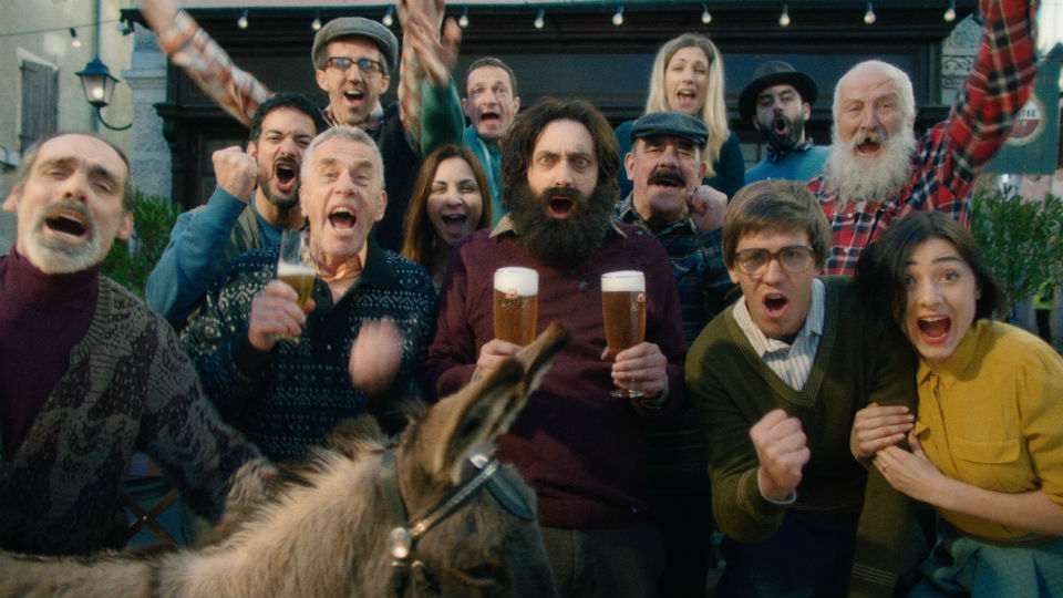 Komische commercial Amstel Rusland: 'Hold My Beer'